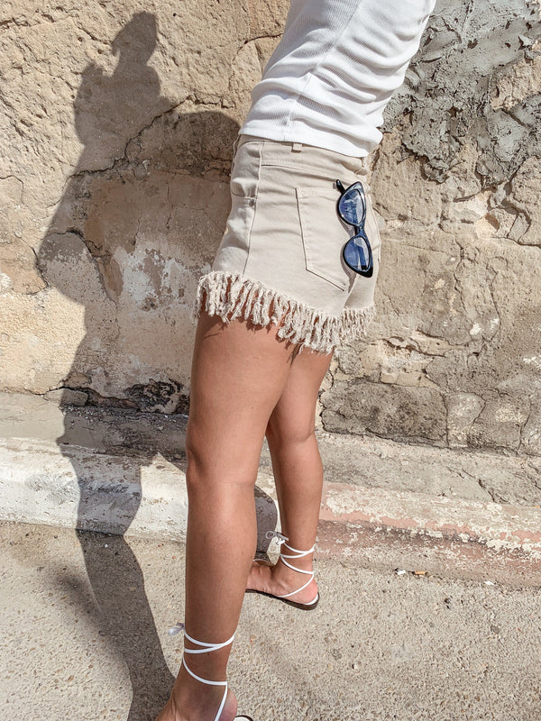 BEIGE DENIM SHORTS WITH FRINGE ENDING Jeans LE TRÉ