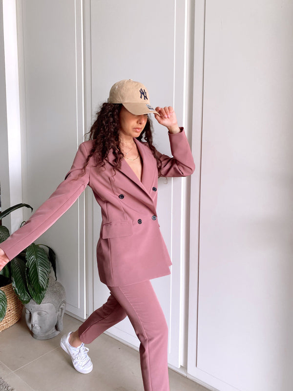 BLAZER IN DARK PINK - Coats & Jackets - Shop Fashion at LE TRÉ