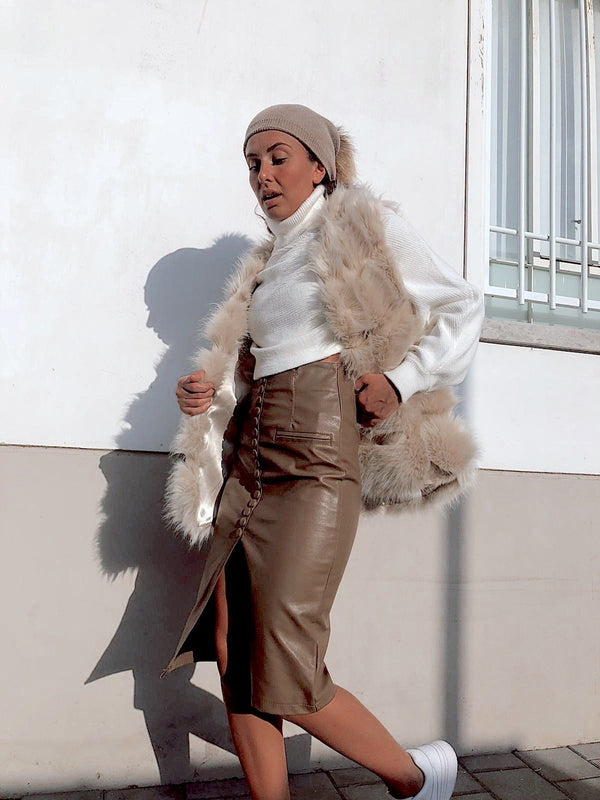 FAUX FUR GILET IN BEIGE Coats & Jackets LE TRÉ