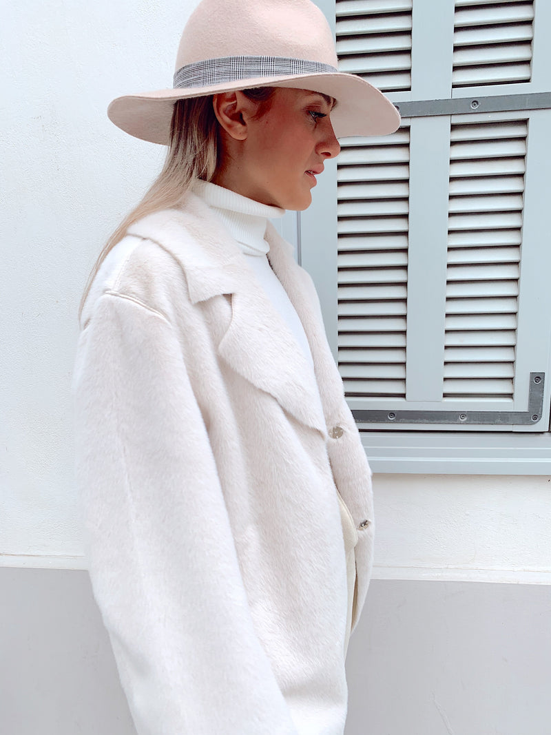 FAUX FUR OVERSIZED COAT IN WHITE - Coats & Jackets - Shop Fashion at LE TRÉ