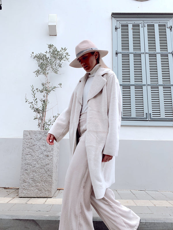 FAUX FUR OVERSIZED COAT IN WHITE Coats & Jackets LE TRÉ