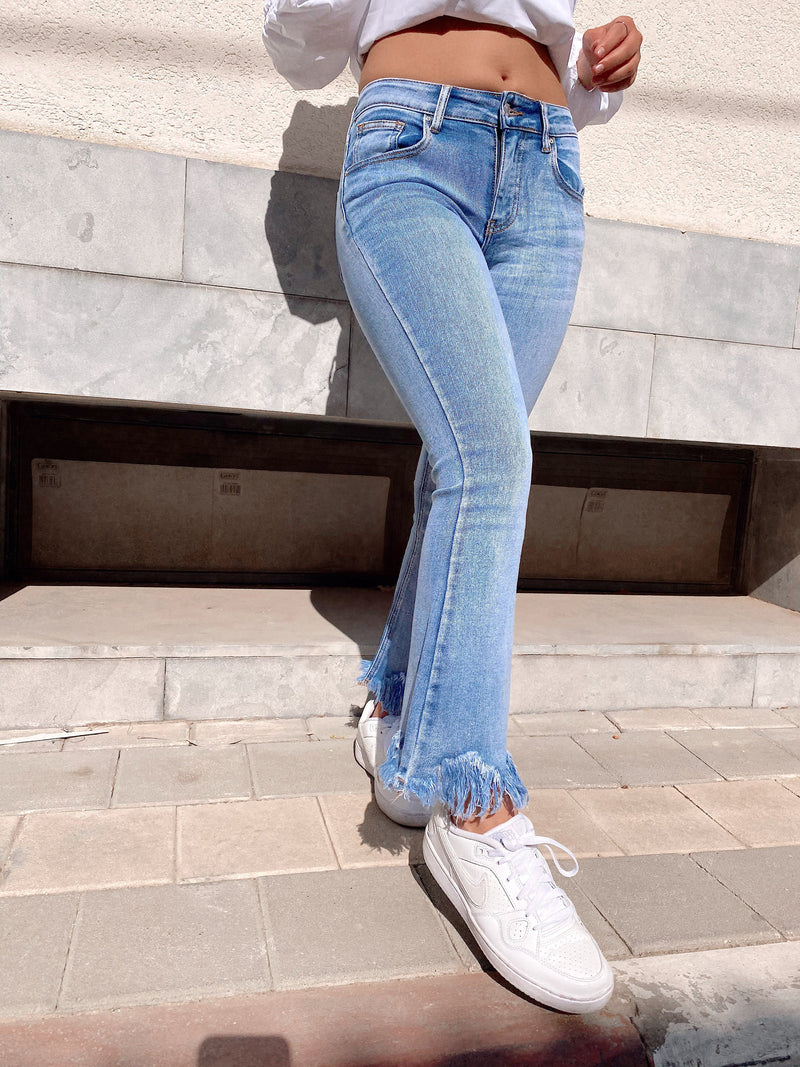 FLARE JEANS WITH FRAYED HEM - Jeans - Shop Fashion at LE TRÉ