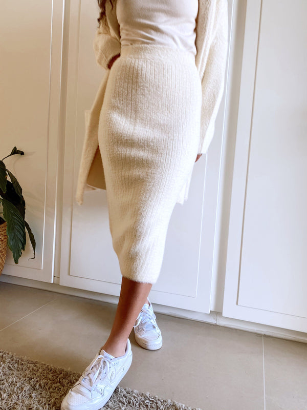 FLUFFY SKIRT WITH SIDE SPLIT - Skirt - Shop Fashion at LE TRÉ