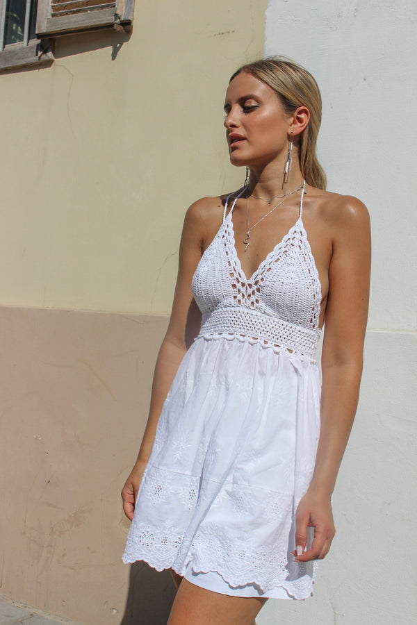 HALTER NECK CROCHET TOP WITH BRODERIE DETAIL Top LE TRÉ