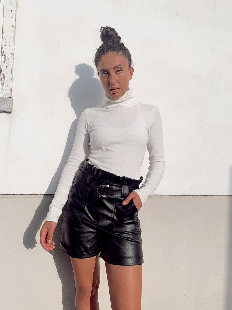 HIGH WAIST BELTED SHORTS IN FAUX LEATHER Trousers LE TRÉ
