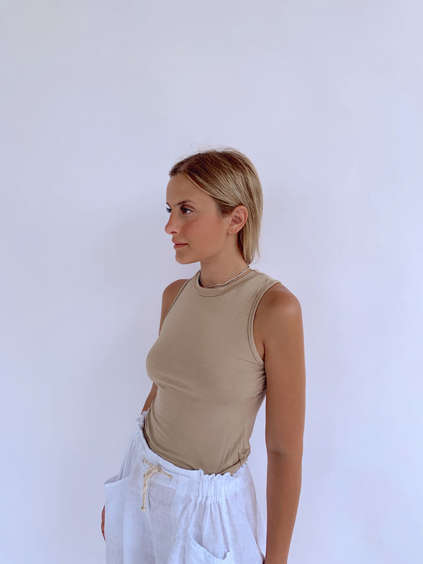 HIGH NECK VEST IN DARK BEIGE