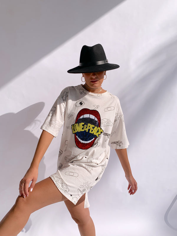 OVERSIZED T-SHIRT WITH DRAWING PRINT AND SEQUIN DETAIL