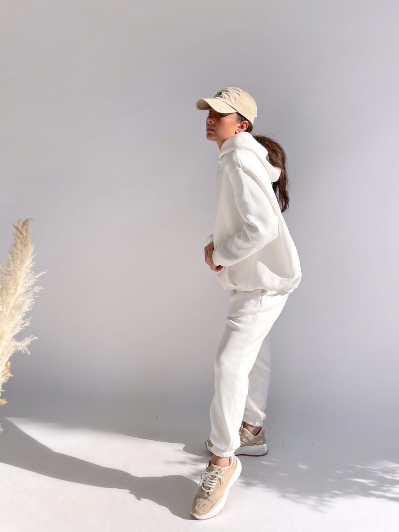 WHITE JOGGER WITH BEIGE DRAWSTRING