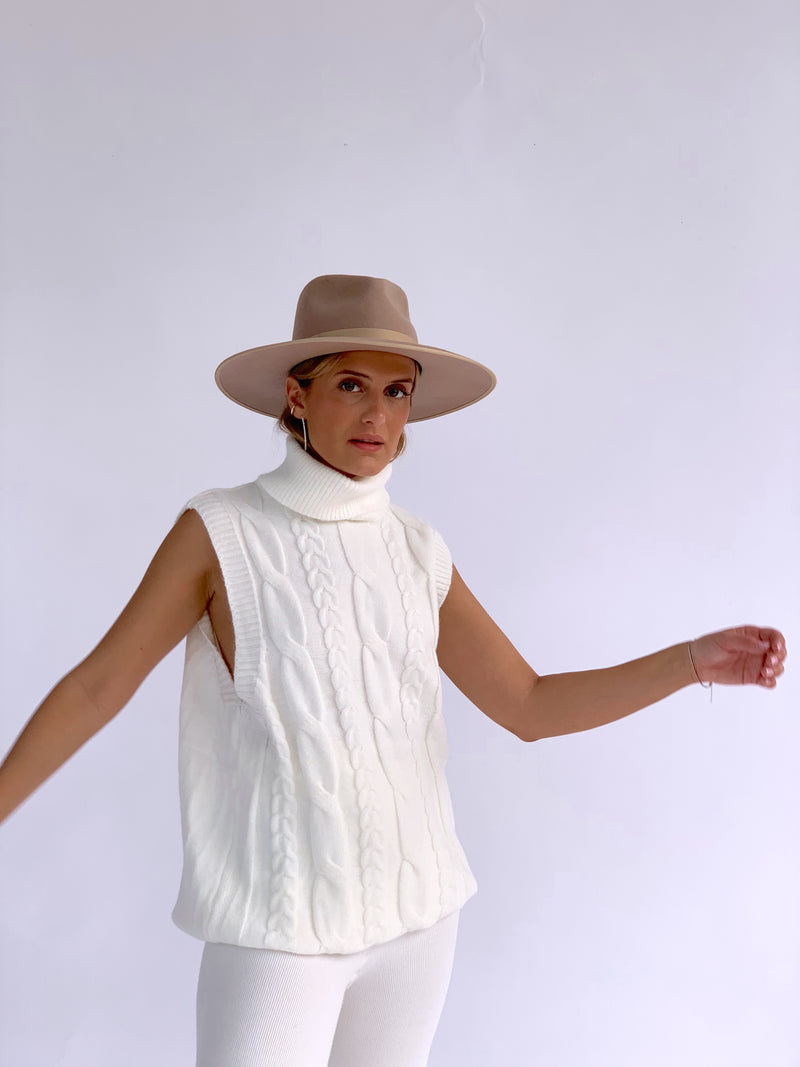 KNITTED VEST WITH ROLL NECK IN WHITE