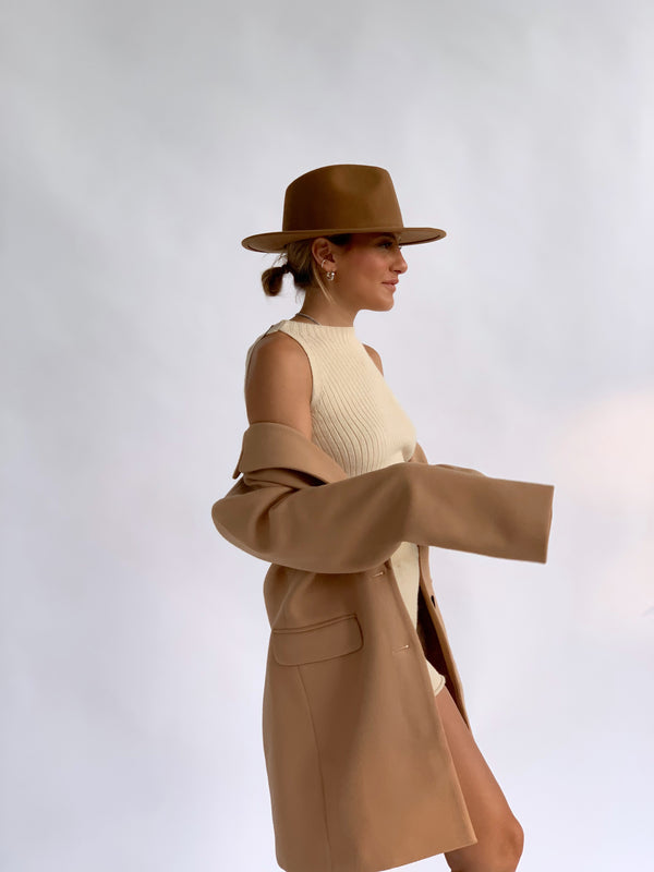 TAILORED COAT IN LIGHT BROWN