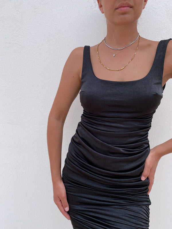 RUCHED BODYCON DRESS IN BLACK - Dress - Shop Fashion at LE TRÉ