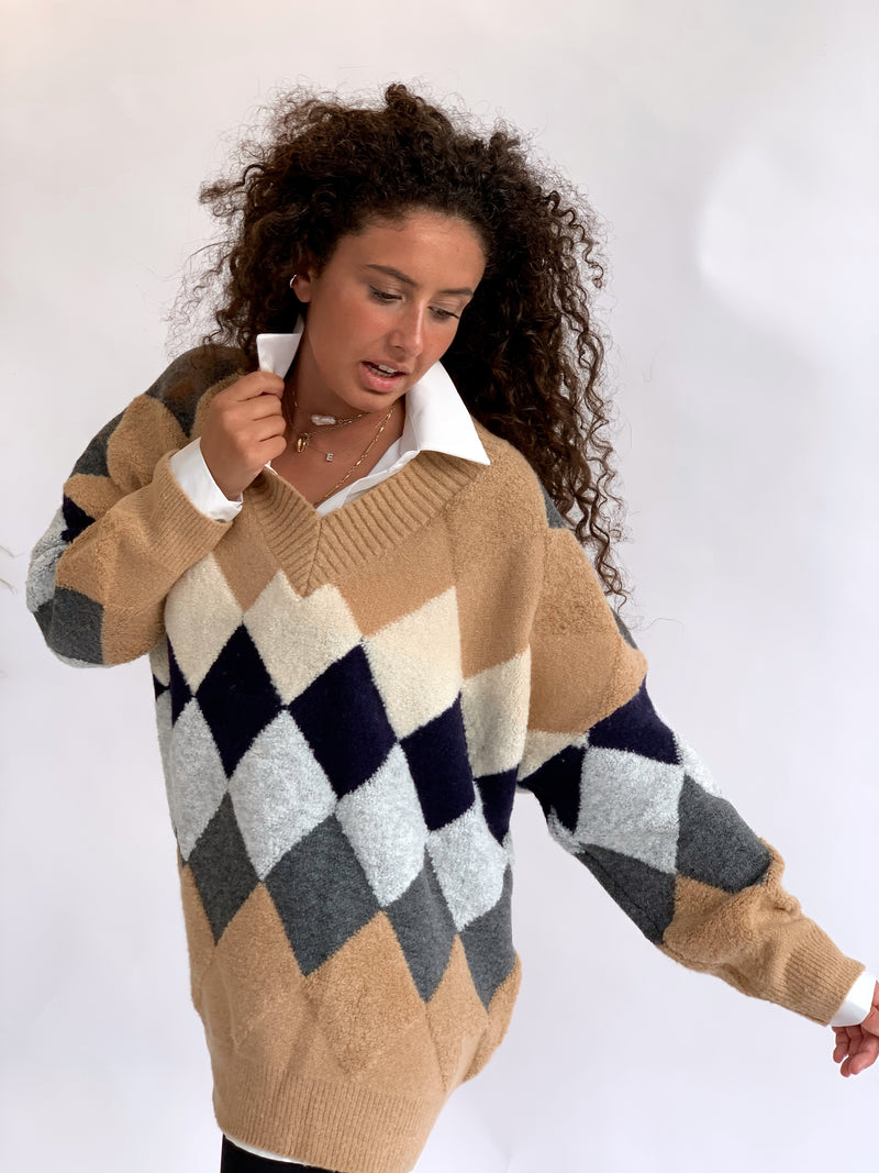 OVERSIZED JUMPER WITH V NECK
