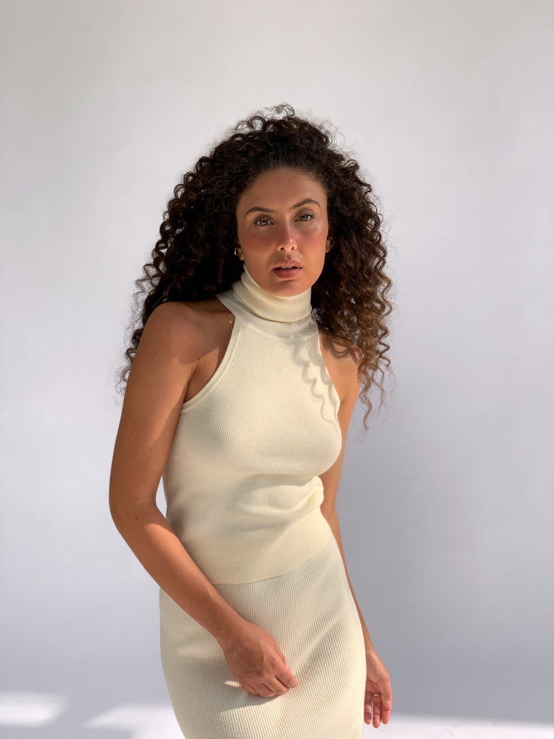SLEEVELESS ROLL NECK IN CREAM