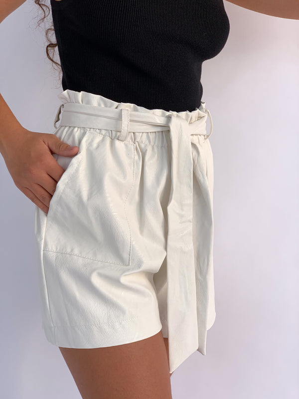 WHITE SHORTS FAUX LEATHER