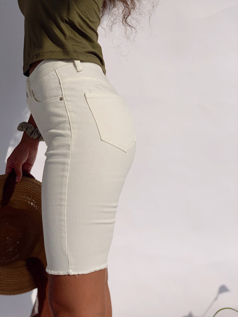 DENIM SHORTS WITH RAW HEM IN OFF WHITE