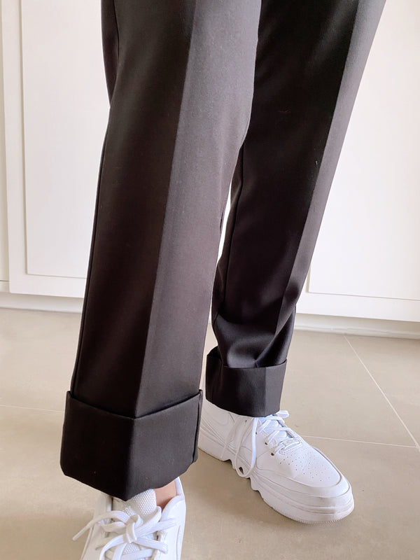 TAPERED DAD TROUSERS IN BLACK - Trousers - Shop Fashion at LE TRÉ