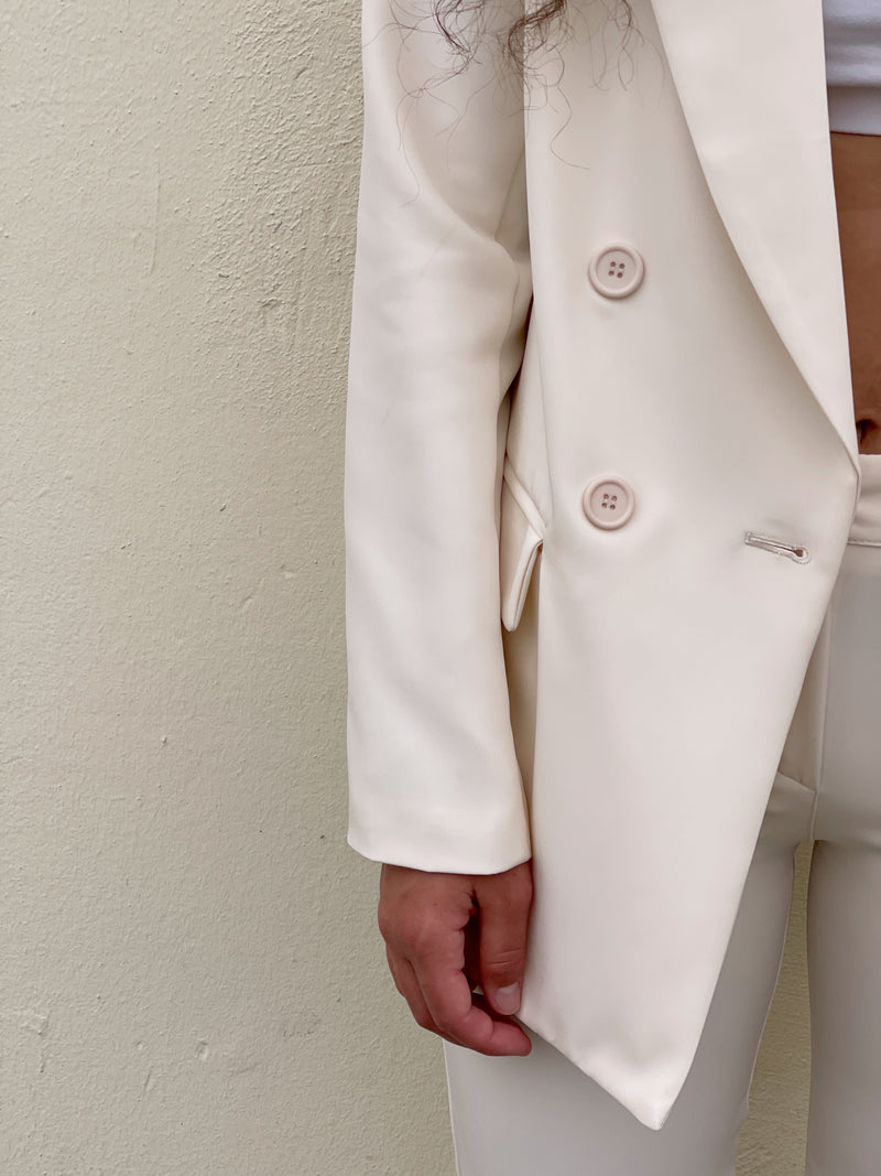 TAILORED BLAZER IN CREAM