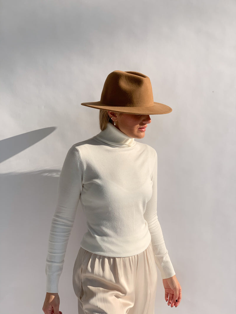 ROLL NECK JUMPER IN WHITE