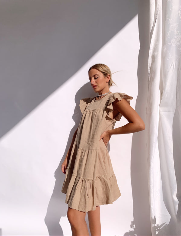 FRILL SLEEVE TIERED SMOCK DRESS IN DARK BEIGE