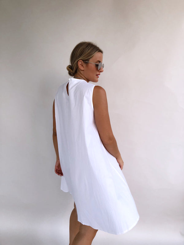 SLEEVELESS WHITE MINI SUNDRESS