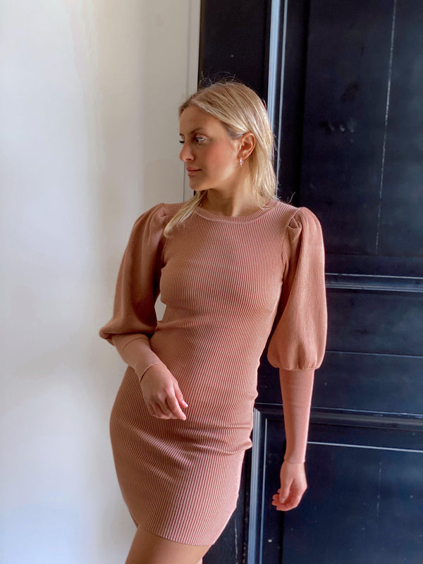 KNITTED PUFF DRESS IN NUDE - Dress - Shop Fashion at LE TRÉ