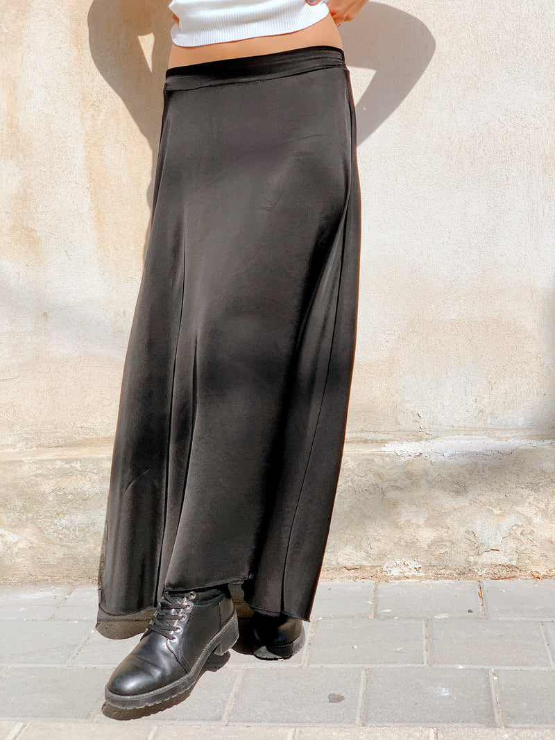 MAXI SATIN SKIRT IN BLACK Skirt LE TRÉ