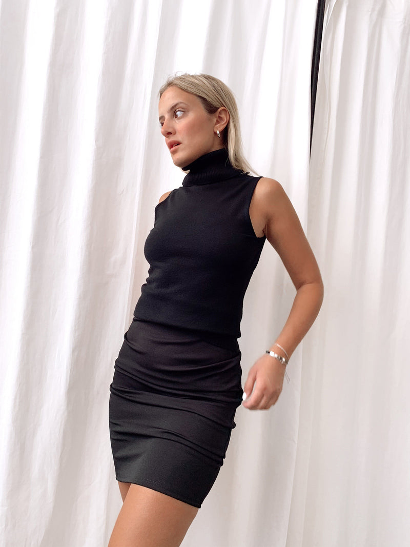 PENCIL SKIRT IN BLACK - Skirt - Shop Fashion at LE TRÉ