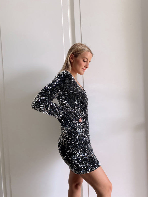 SEQUIN DRESS WITH WIDE SLEEVES - Shop Fashion at LE TRE