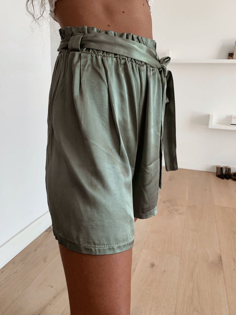 SHINY GREEN SHORTS WITH TIE BELT Trousers LE TRÉ