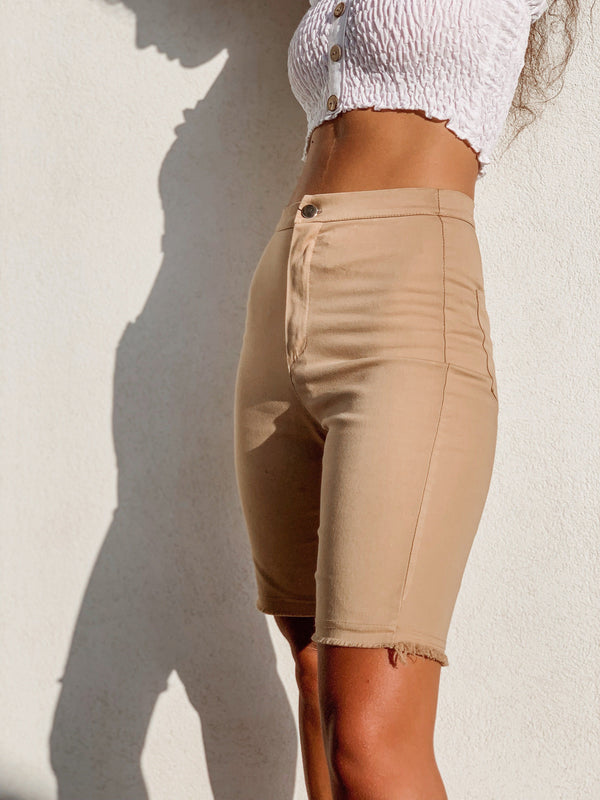 SHORTS IN BEIGE Trousers LE TRÉ