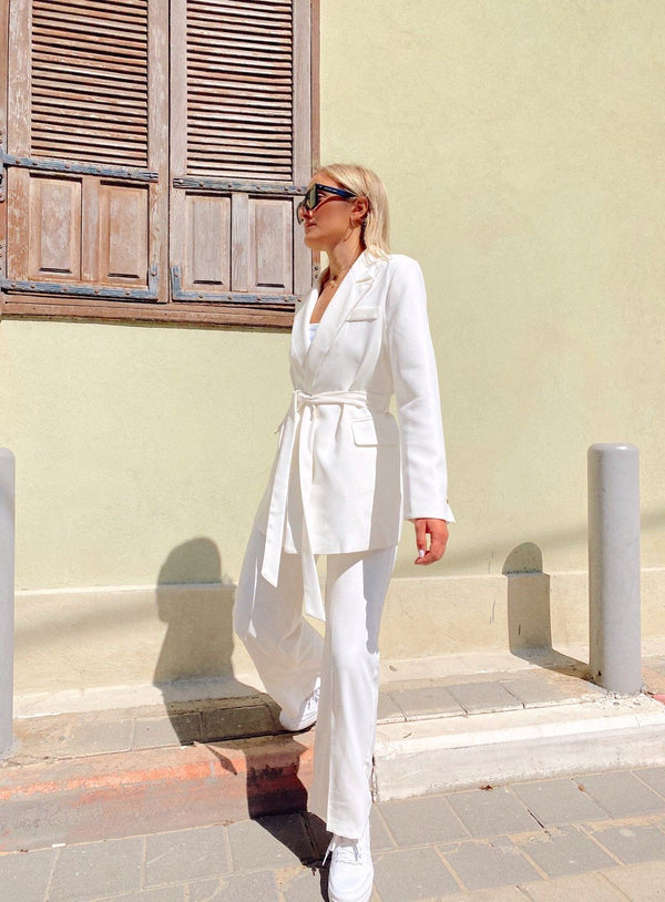 SUIT SET WITH TIE BELT DETAIL IN WHITE Set LE TRÉ