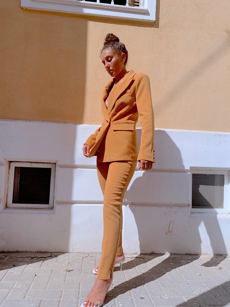 TAILORED SUIT SET IN LIGHT ORANGE - Set - Shop Fashion at LE TRÉ