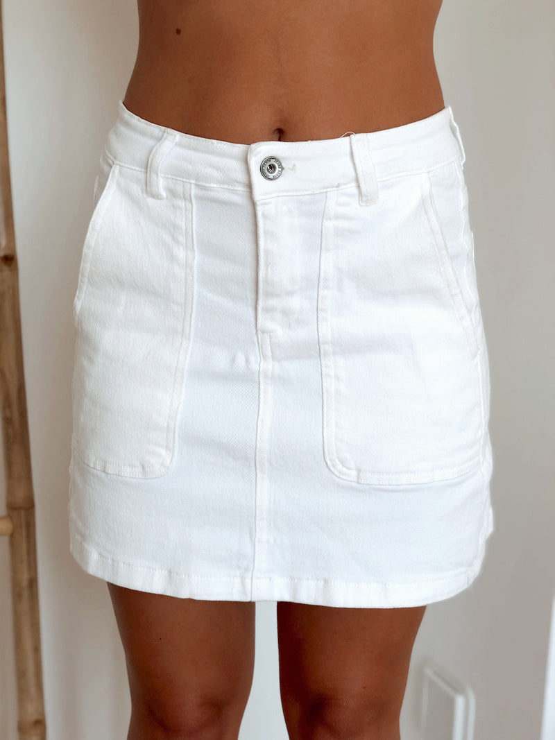 WHITE MINI SKIRT WITH POCKETS - Skirt - Shop Fashion at LE TRÉ