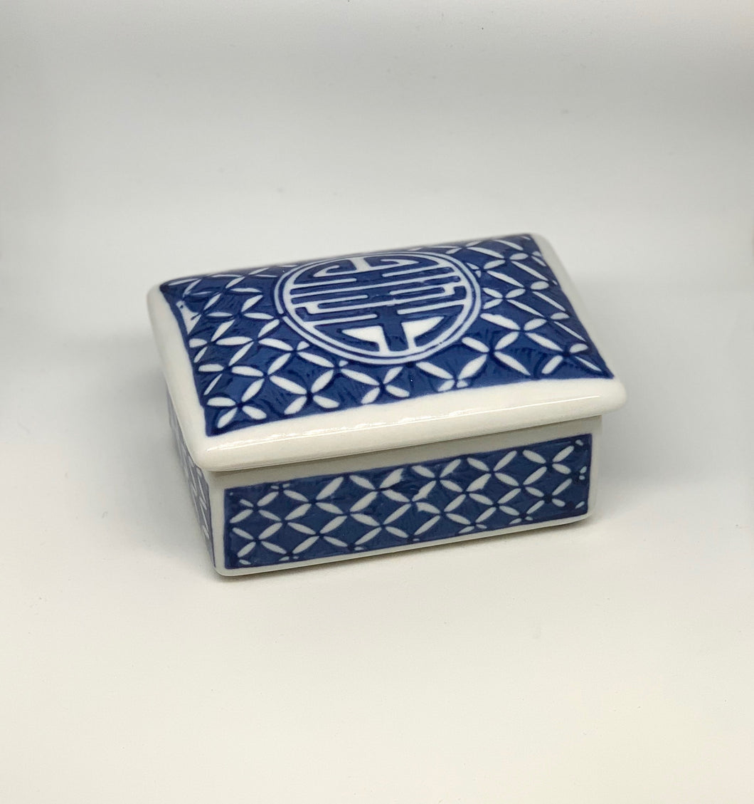 Blue willow trinket box