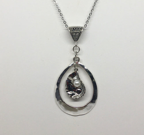 Oyster Oval Necklace