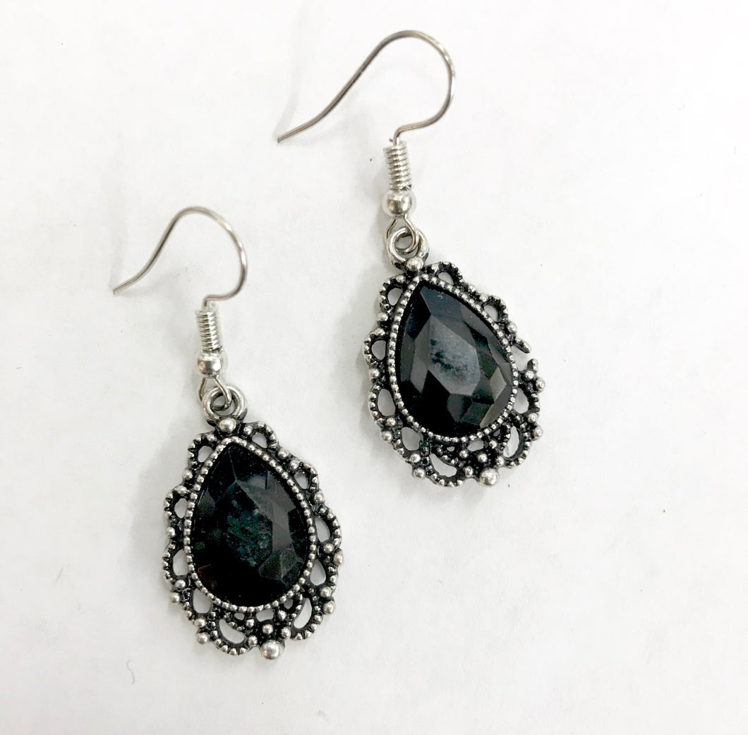 V223 Black Earring
