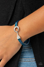 Load image into Gallery viewer, HAUTE Button Topic Blue Bracelet