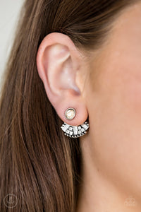 Stylishly Santa Fe Post White Earring