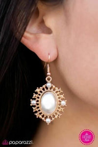 Red Carpet Romance Gold/White Earring