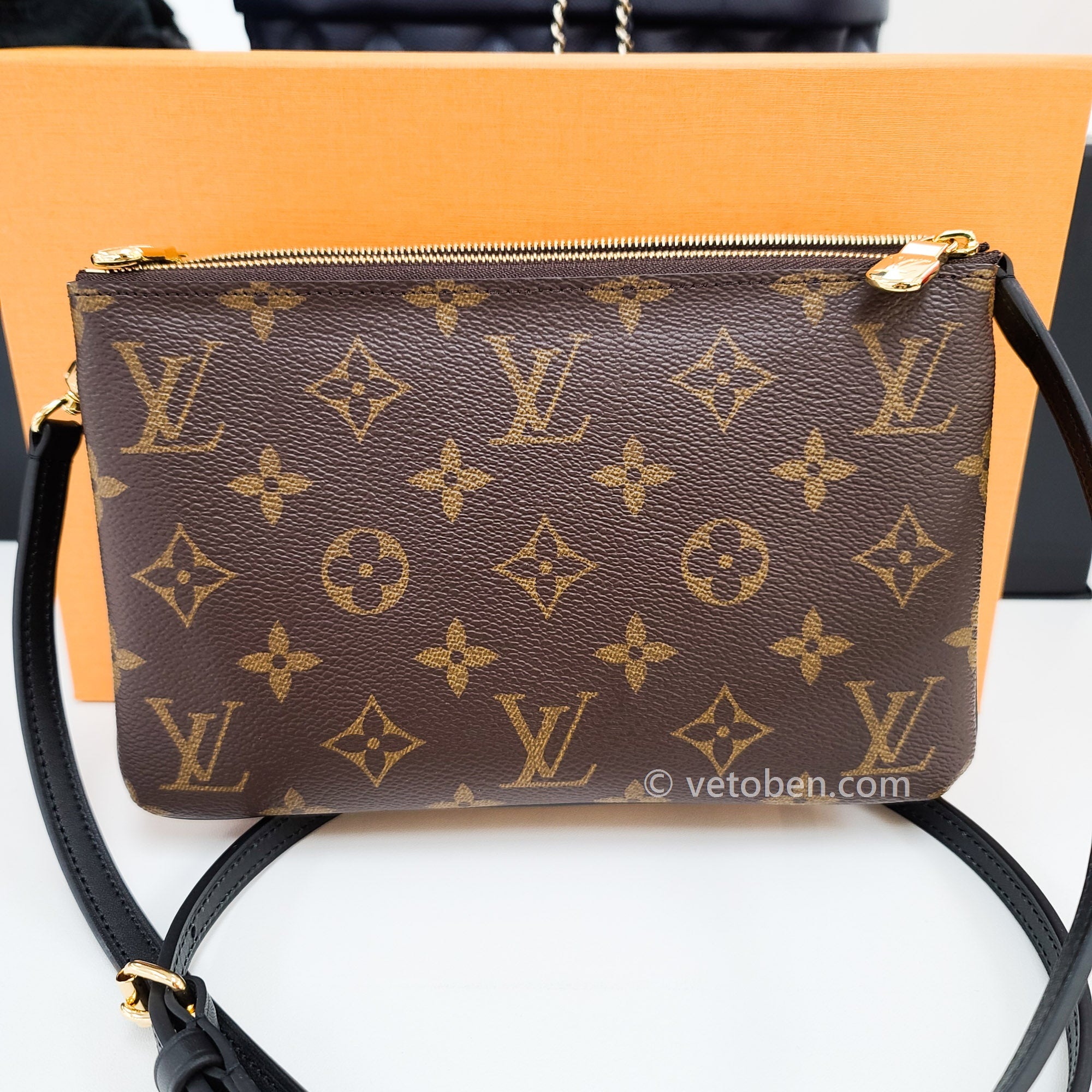 LOUIS VUITTON Reverse Monogram Giant Double Zip Pochette