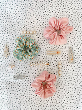 Load image into Gallery viewer, The Daisy Chain Clip - PRE ORDER