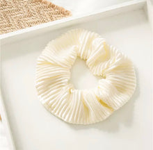 Load image into Gallery viewer, Crinkle Scrunchie - Cream