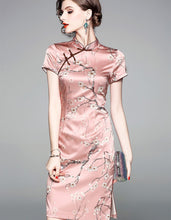 Load image into Gallery viewer, Silk Oyster Pink Qipao Cheongsam