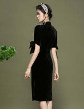 Load image into Gallery viewer, Black Velvet Qipao Cheongsam