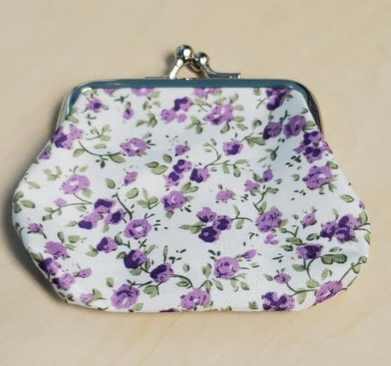 G145 White Purple Floral Clasp Coin Purse