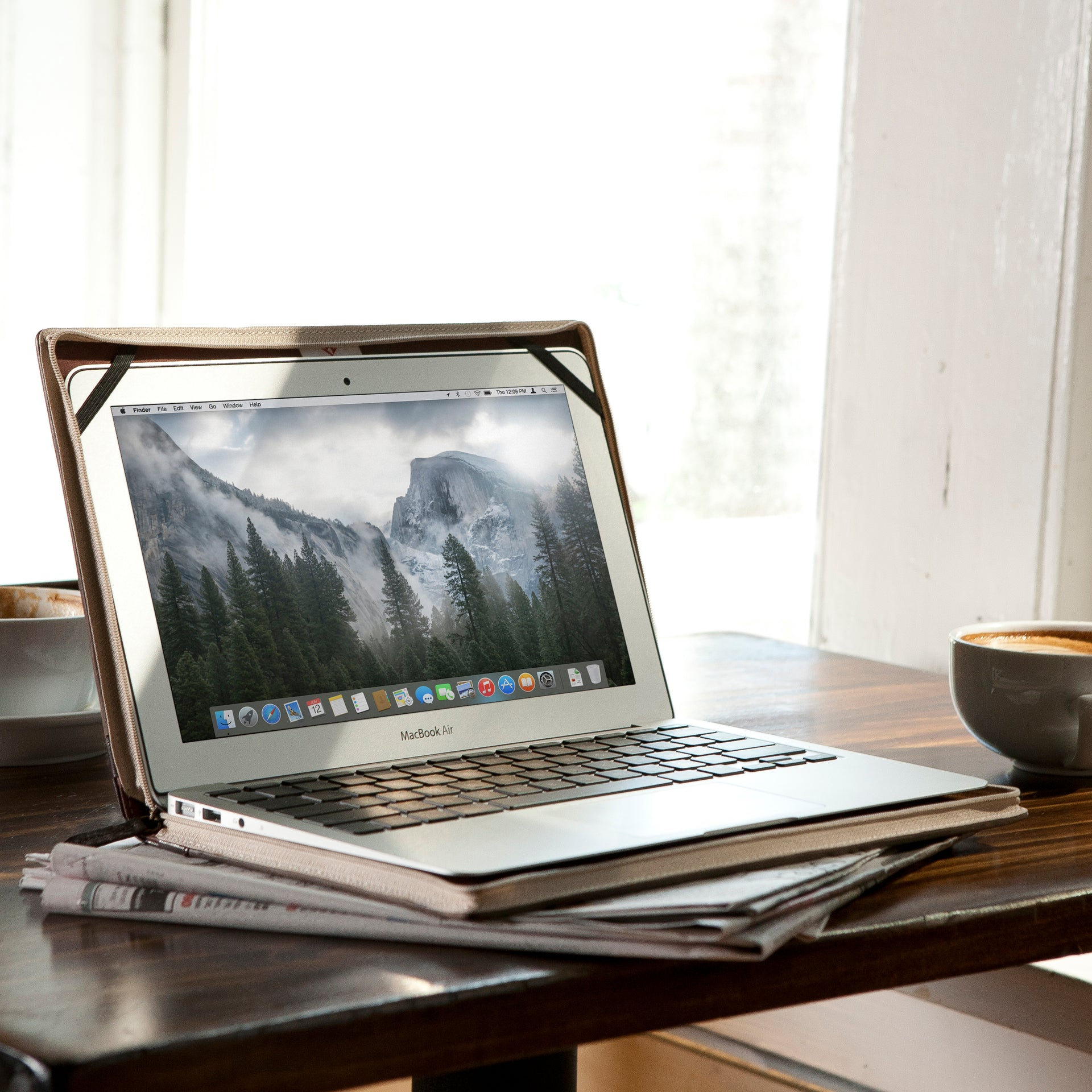 BookBook for Apple MacBook by Twelve South