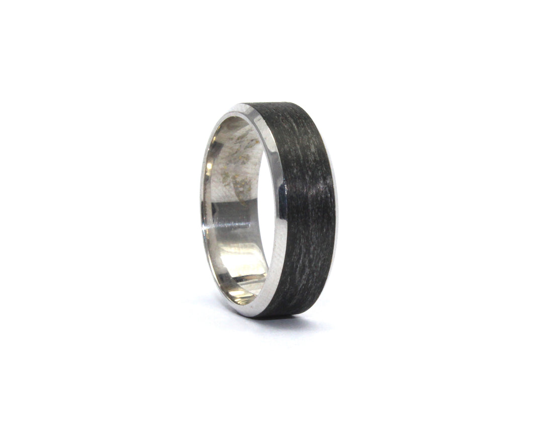 9ct white gold and carbon fibre band