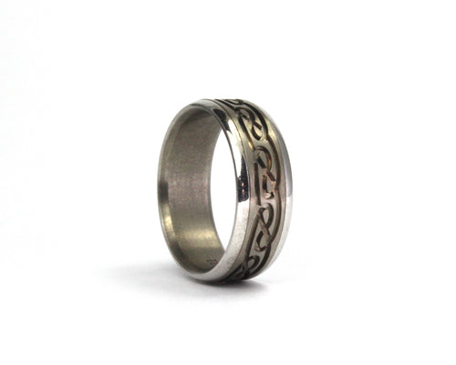 9ct. white gold and titanium Celtic band