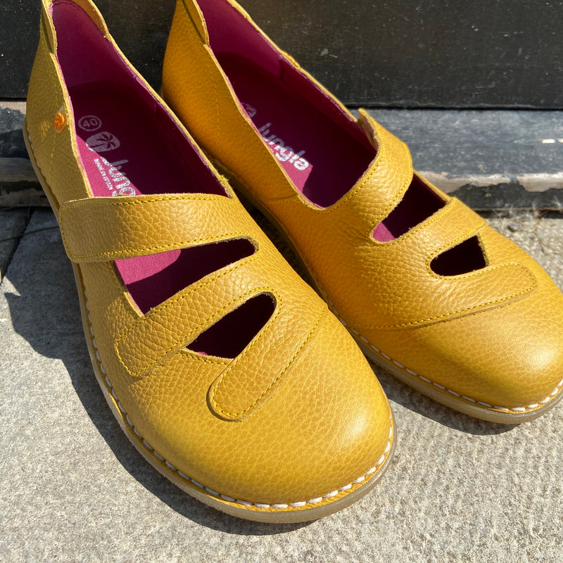 Womens leather shoes in yellow by Jungla