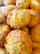 Load image into Gallery viewer, 4 Pack/Herb & Cheddar Homestyle Biscuits